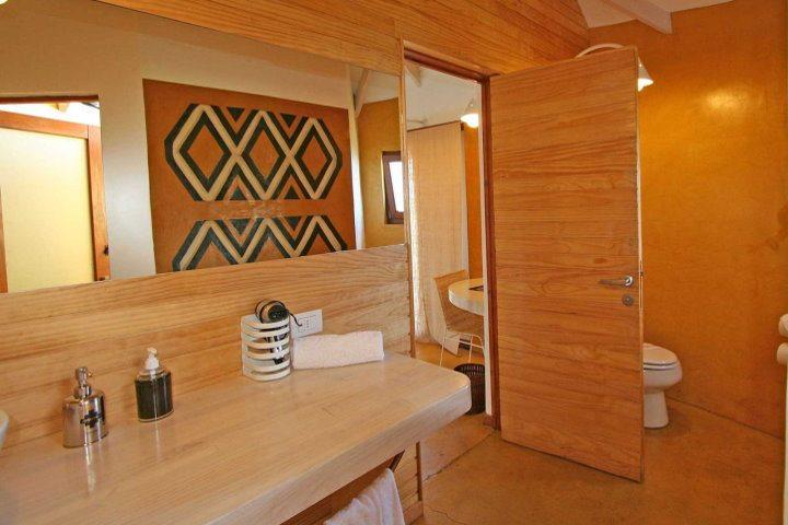 Altiplanico Easter Island Hotel, Boathouse Bathroom
