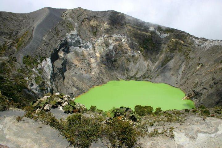 Volcan Irazu Crater, Costa Rica