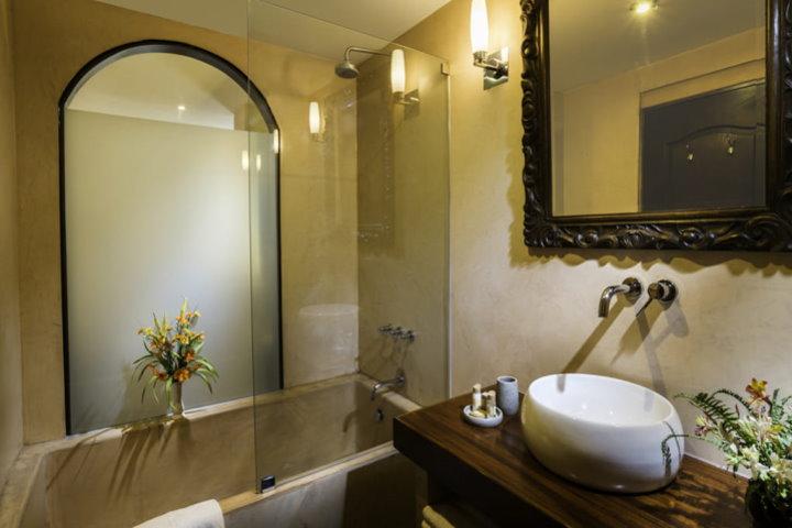Hotel Katari, Superior Room Bathroom